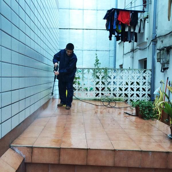 Limpieza de patios en Bilbao